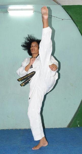 Laritza Columbié es la primera y única mujer cubana en alcanzar el grado de cinta negra 5to. Dan en taekwondo
