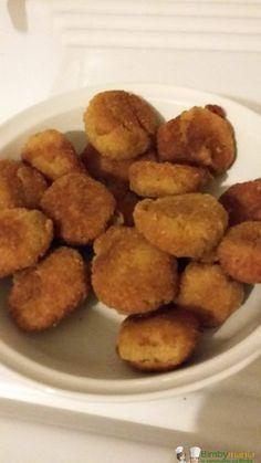 Polpette tonno e patate Bimby, ingredienti che troviamo sempre in dispensa per un secondo piatto sfizioso e poco impegnativo. Ingredienti: 200 gr di tonno sgocciolato