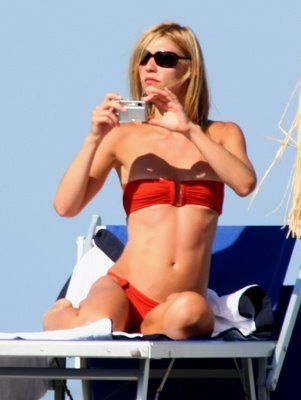Flat Chested Claire Danes Bikini Pictures Claire Danes