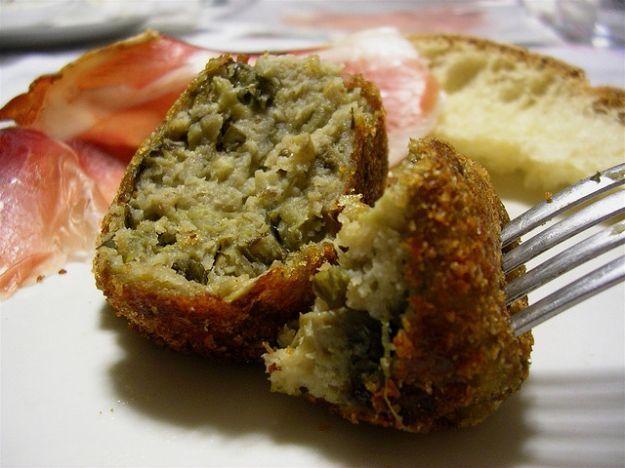 Polpetta di melanzane http://ricette.pourfemme.it/articolo/polpette-di-melanzane-al-forno-la-ricetta/13355/
