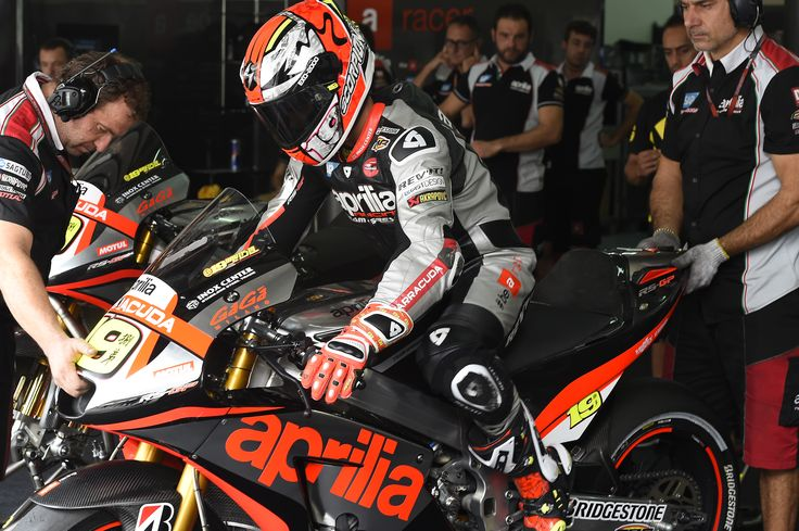 #aprilia #bearacer #MalaysianGP #MotoGP #MalesiaGP #race #bike #apriliaracingteam #sepang #SepangGP #sport