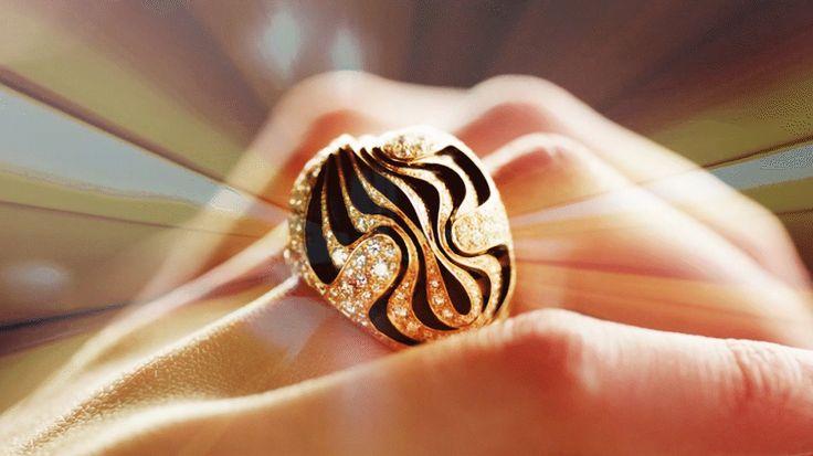Offizielle Cartier Internetseiten und Online-Boutiquen - Der berühmte französische Juwelier und Luxusuhrmacher. Hochzeit, Luxusaccessoires, Parfums und außergewöhnliche Geschenke