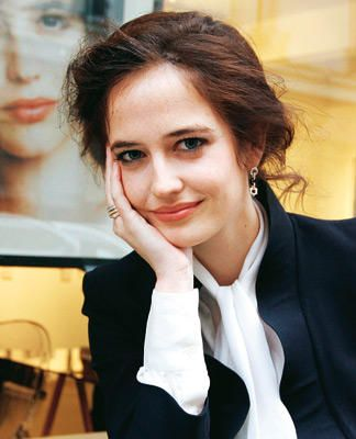 I would probably melt, boil and evaporate if I ever caught a smile like that from Eva Green.
