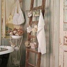 sweet home Wieso nicht eine Leiter als Regal einsetzen? Stellen Sie eine Leiter an die Wand und hängen Sie Körbe daran. So bekommen Sie ein praktisches Regal, zum Beispiel im Badezimmer.
