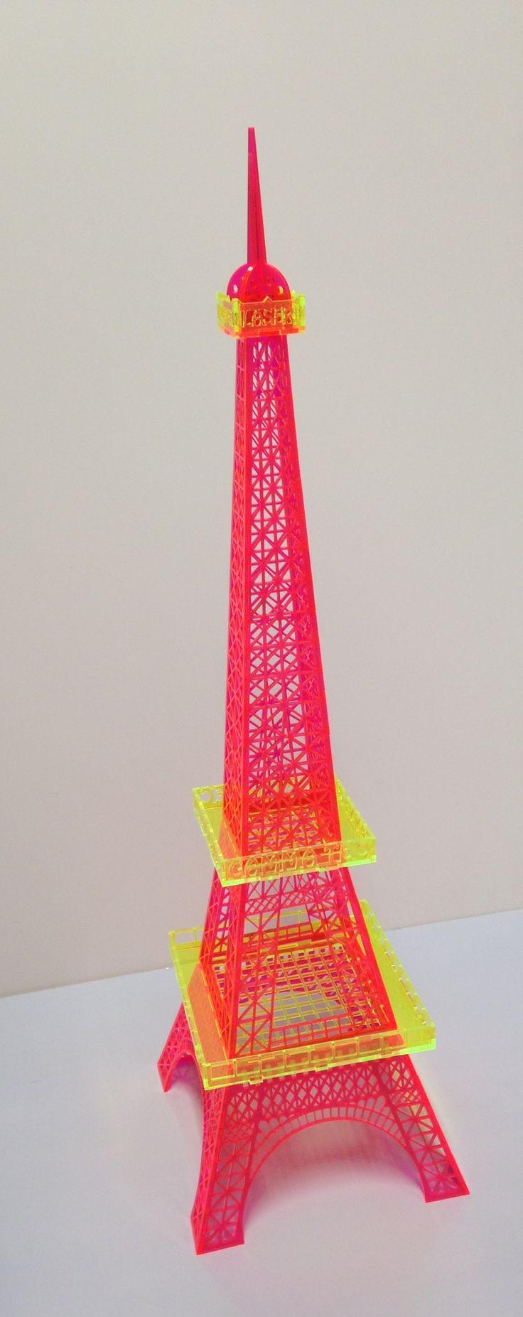 Tour Eiffel en ColorHues La découpe au laser CO2 donne un aspec poli et brillants aux chants. Avec les machines EPILOG votre déco sera sublimée