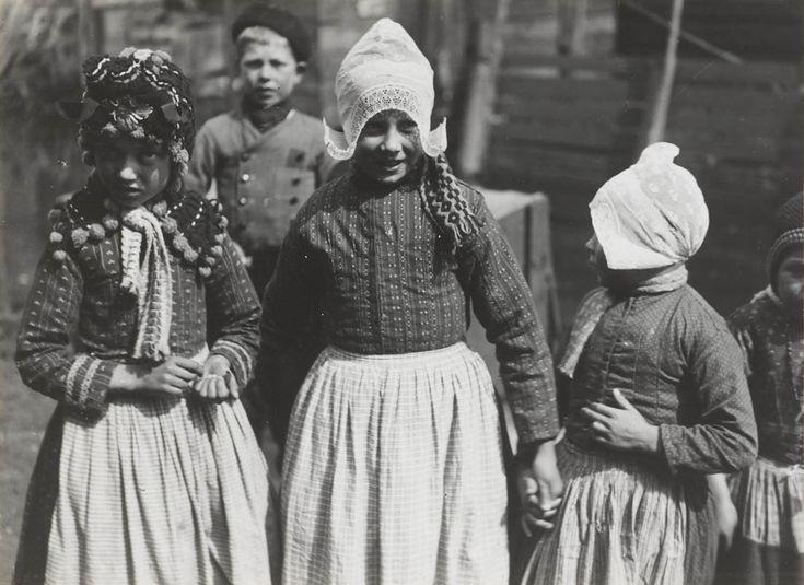 1926. Volendam, photograph by Henri Berssenbrugge