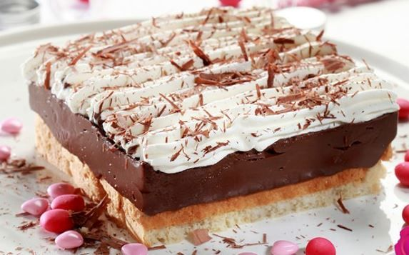 Μια υπέροχη, εύκολη, γρήγορη και πεντανόστιμη εκμέκ σοκολατόπιτα ψυγείου που σίγουρα θα σας ενθουσιάσει με την υπέροχη υφή και γεύση της. Μια συνταγή (από