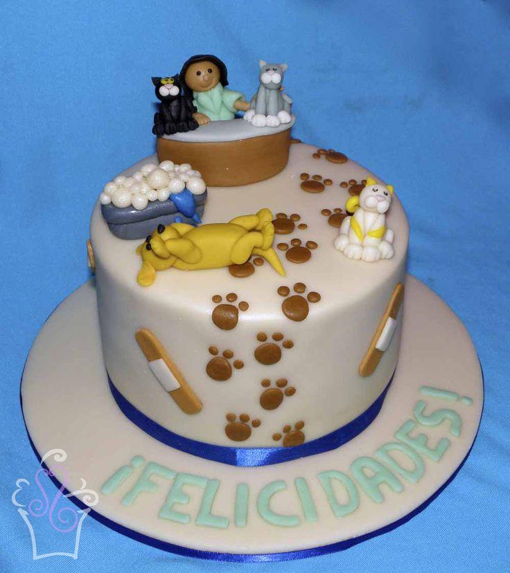 Para una veterinaria #cake #cakes #fondant #vet #veterinarian #animals #puppy #dog #kitten #cat #pawprints