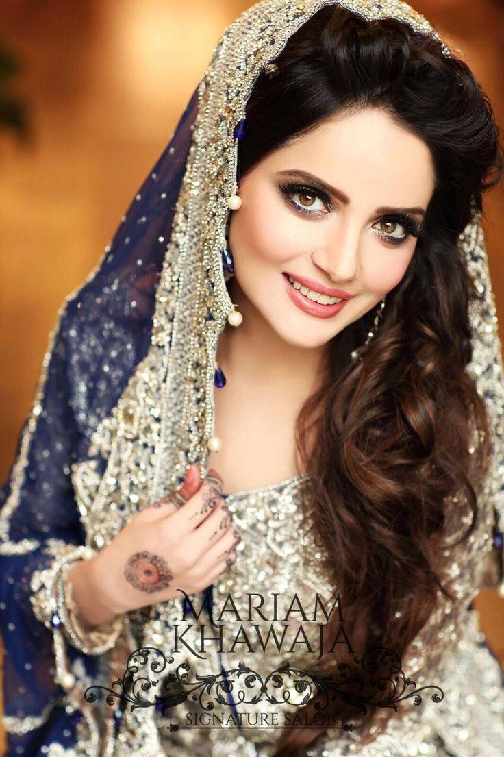 Armeena looks ravishing in the glamorous valima look by Mariam Khawaja