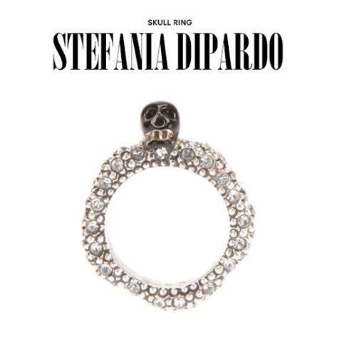 Stefania Dipardo - skull ring. #stefaniadipardo #skull #ring #jewelry #jewellery #womens #dolcitrame #farfetch