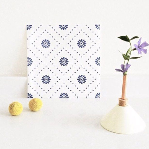 Small flowers patterns in blue ❤️ #tilesticker #decor #decoración #azulejos #tiles #tiledecal #diy #scandinaviandesign #nordiskehjem #graphicdesign #interiordesign #dekoration #nordichome #bolig #køkken