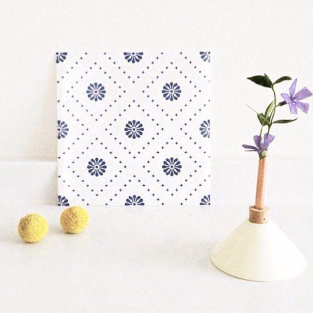 Small flowers patterns in blue ❤️ #tilesticker #decor #decoración #azulejos #tiles #tiledecal #diy #scandinaviandesign #nordiskehjem #graphicdesign #interiordesign #dekoration #nordichome #bolig #køkken