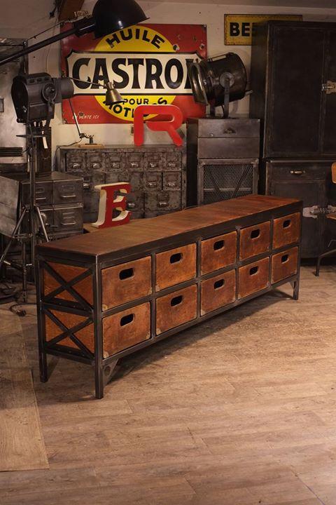 meuble de metier realisé avec de vieux tiroirs plus d'info sur: http://ift.tt/1j72nM2 #deco #design #loft #industriel #antiquitesdesign #usine #brocante