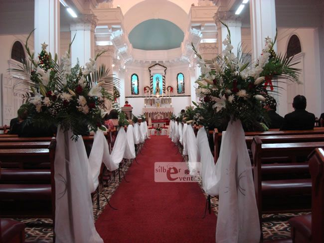 1000 ideas about arreglos florales para iglesia on - Decoraciones de bodas ...