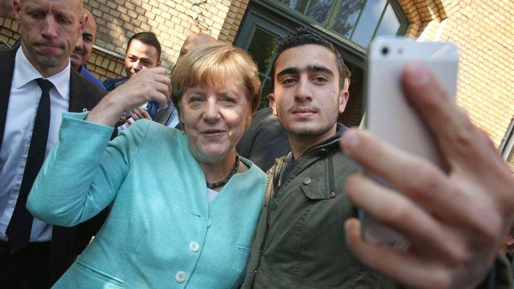 Verleumdung nach Merkel-Selfie: Flüchtling zieht wegen Hetze bei Facebook vor Gericht - SPIEGEL ONLINE - Nachrichten - Netzwelt