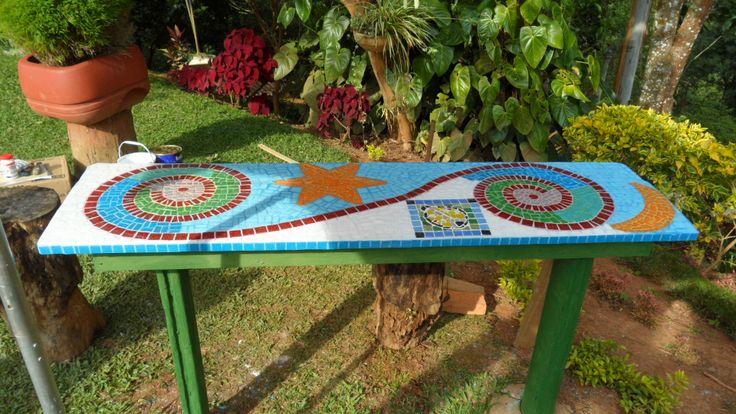 Mesa para jardin en mosaico cosas para hacer pinterest for Mesa mosaico jardin