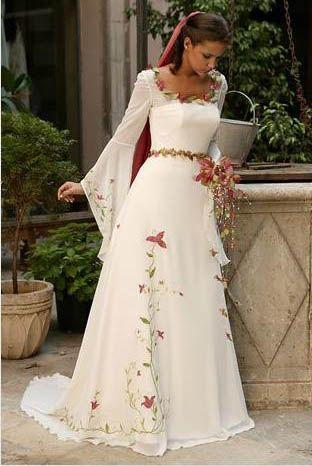 Lindo vestido de noiva medieval com flores.  #casamento #criativo #castelo…