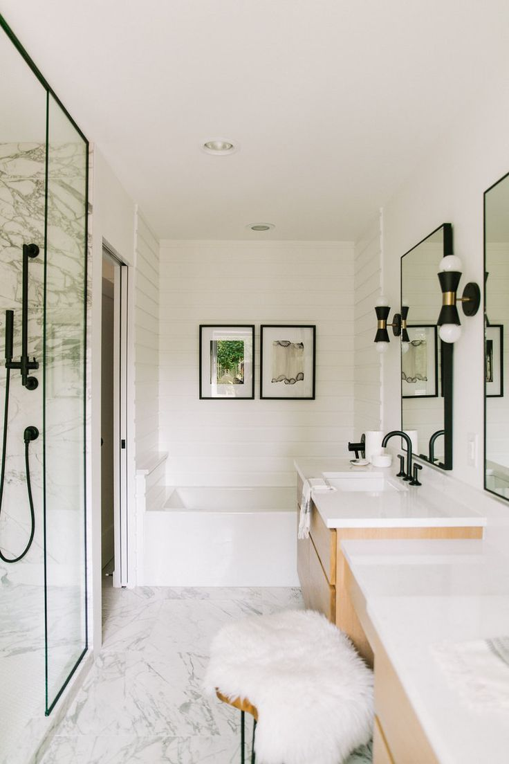 Modern Bathroom With Marble Wood And Matte Black Finishes Marble Bathroom Designs Marble Bathroom Bathroom Design Inspiration