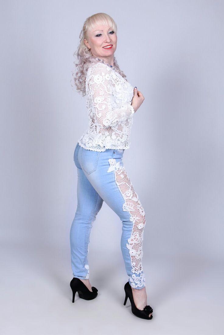 Ирландские кружева. Комплект для модницы. Белый жакет и вставка на джинсы связаны крючком. Все вопросы nataliserzhant@mail.ru