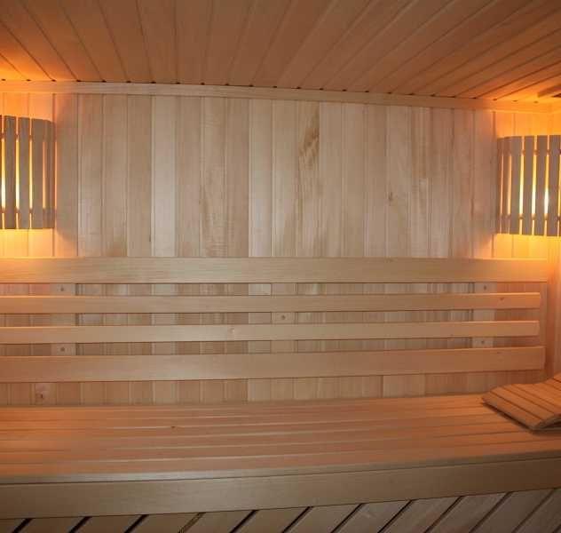 Конечно же русская классическая баня на дровах или в народе просто «Русская баня» ее преимущества в том, что париться в ней нужно с не высокой температурой от + 45 до+ 70 градусов по Цельсию