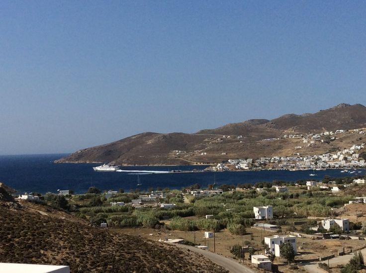 Vue sur Livadi depuis notre chambre à l'hôtel Rizes de Sérifos