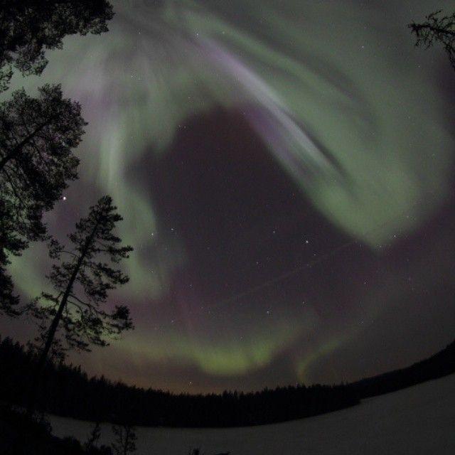"""#Nuuksio Vääräjärvi lake last night #auroraborealis #visitespoo #revontulet #northernlights #visithelsinki #feelhelsinki #feelthenaturetreks #visitfinland #nofilter"" Photo taken by @feelthenaturetreks on Instagram, pinned via the InstaPin iOS App! http://www.instapinapp.com (03/18/2015)"