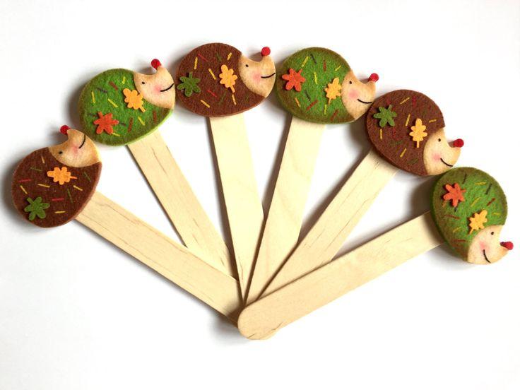 "Bookmark ""LITTLE HEDGEHOG"" - Handmade Bookmarks, Hedgehog, Felt Creatios, Wood, Gift Idea, Favor, Favors di TheEmporiumOfWonders su Etsy"