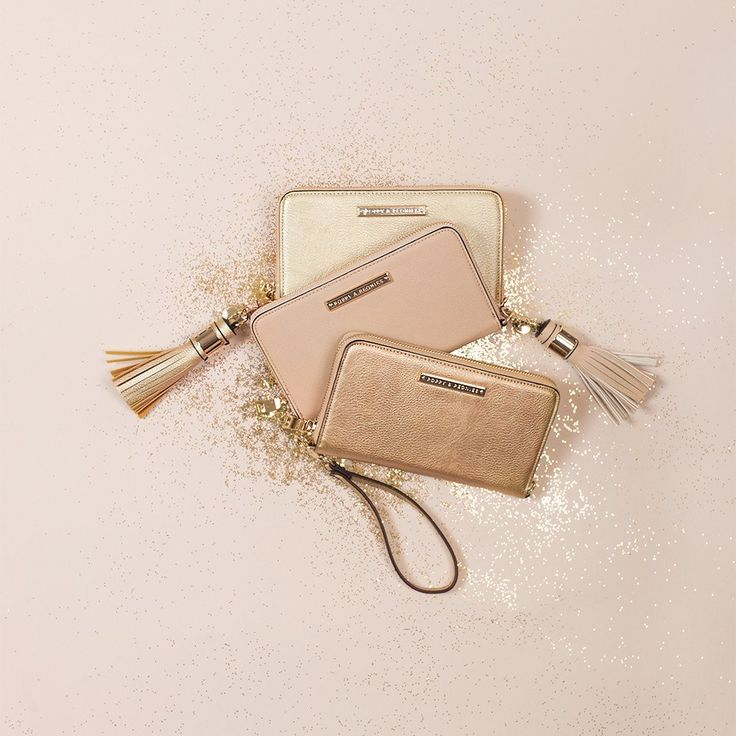Get this amazing style: www.poppyandpeonies.com/jenna The Essential, wear this wallet 3 different ways! Vegan leather, available in many colours! ~$70~ For more info & features, please contact: jenna@poppyandpeonies.com