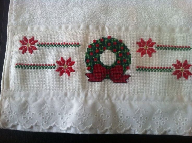 toalla para manos con bordado navideño en punto de cruz