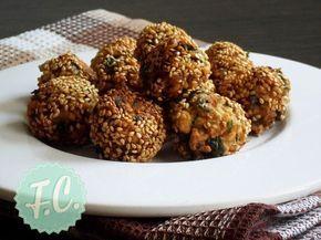 Οι αγαπημένοι ρεβυθοκεφτέδες Καστελόριζου σε μια παραδοσιακή συνταγή από το μικρό, γραφικό Καστελόριζο! Το σουσάμι κάνει την διαφορά!