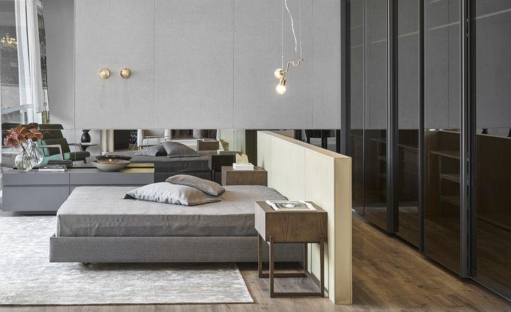 No quarto de Giselle Taranto para a Decora Lider Rio, a cor cinza, item marcante do décor escandinavo, está presente no tapete, cama, cômoda e parede do ambiente.