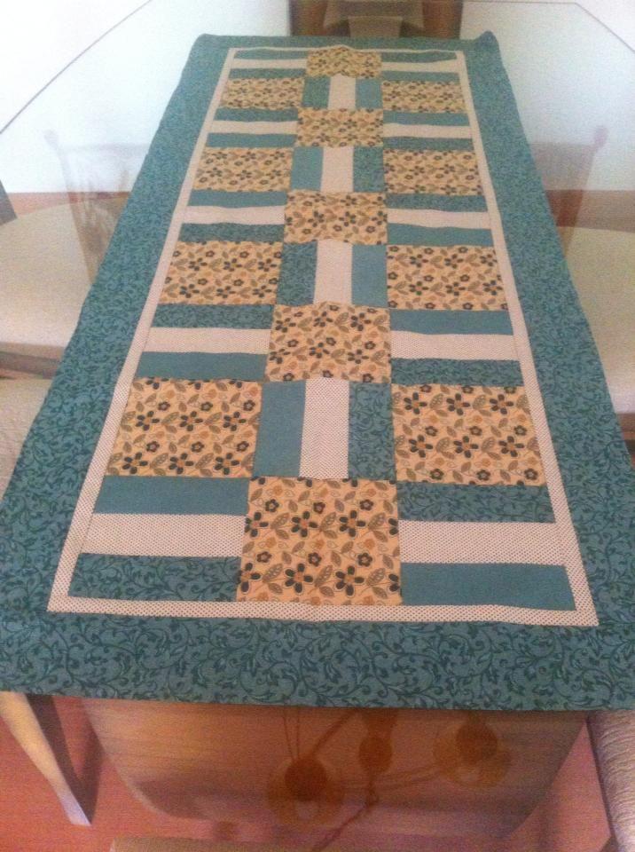 Caminho de Mesa feito pela artesã Luciane Lottermann com Fabricart Tecidos