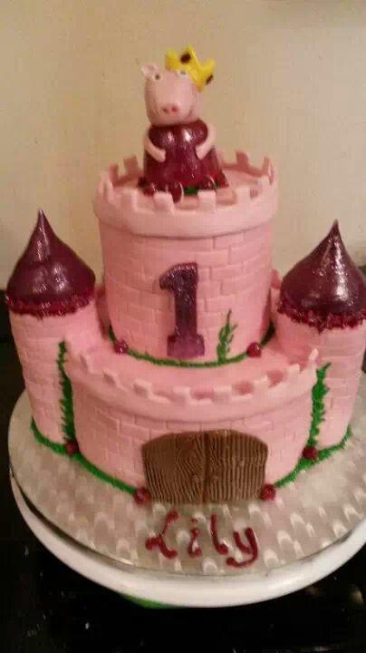 Peper pig castle cake