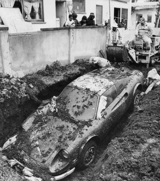 En 1978, dos niños de Los Ángeles excavaban por diversión en su patio trasero, cuando descubrieron una Ferrari Dino 246 GTS. Luego de desenterrar el auto e investigar un poco, descubrieron que el auto había sido robado y enterrado por los ladrones varios años antes. Se cree que el robo y la desaparición del auto se trató de una estafa al seguro, la tarea de los ladrones era destruir el auto, pero les gustó tanto que decidieron enterrarlo para poder recuperarlo cuando las cosas se calmaran.