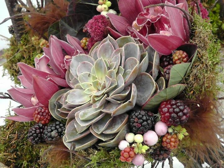 Love The Use Of Succulents In Fall Flower Arrangements