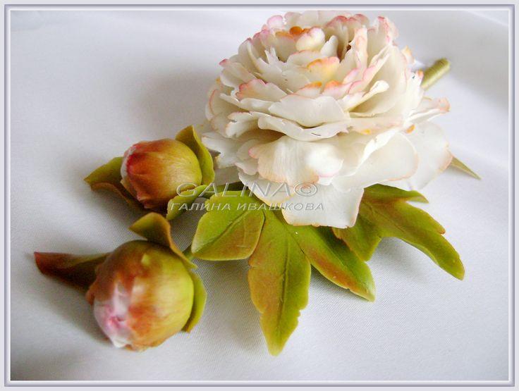 """Бутоньерка, брошь """"Белый пион"""". Холодный фарфор, ручная работа. цветок- 7, см ."""