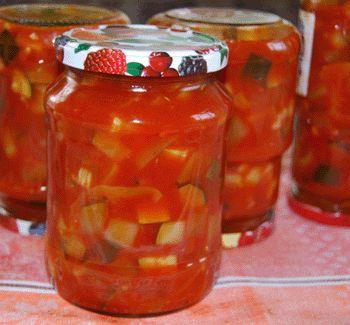 Соус-закуска из кабачков и слив на зиму. • молодые свежие кабачки – 1 кг • сладкий болгарский перец – 350 г • морковь – 200 г • недозрелые сливы – 300-400 г • соль – 20-30 г • сахар – 50-100 г • 6%-ный уксус – 20 мл • растительное масло – 150 г • головка чеснока (по желанию) • зелень петрушки