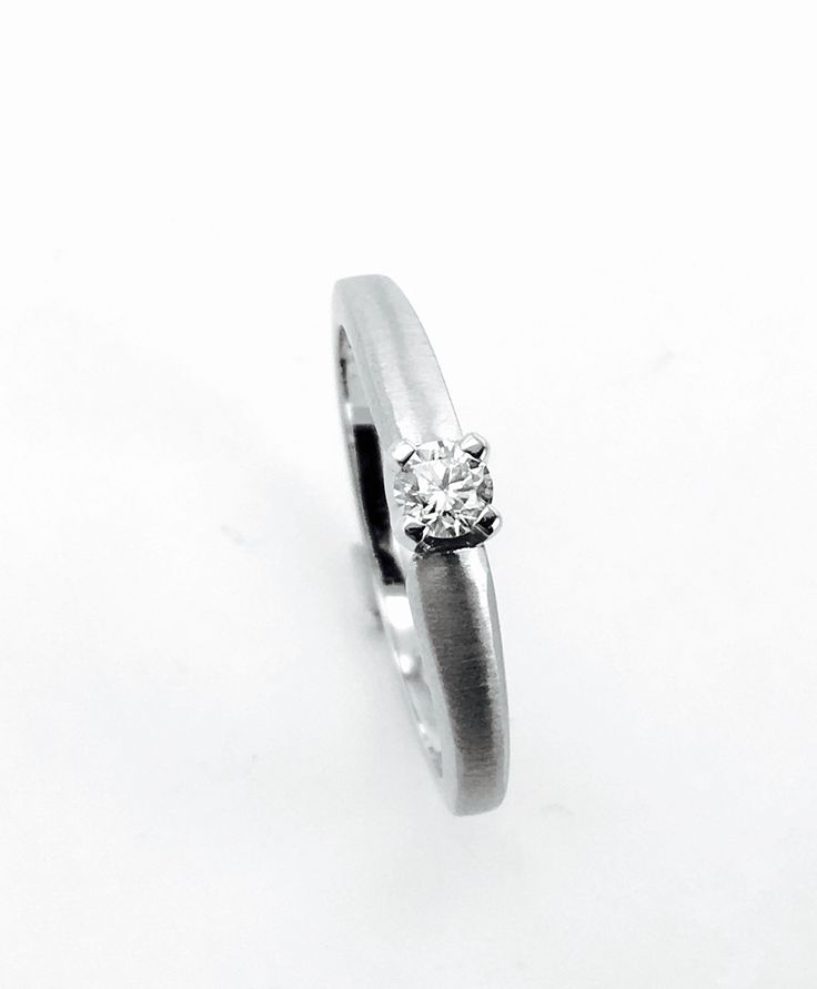 White Gold Ring with Diamond 0,15ct SI/E