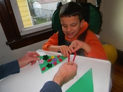 This tactile Christmas tree craft is great for blind children or children with multiple disabilities. It's easy and accessible and you can also change the ornaments on your tree throughout the season! #blindholidayfun