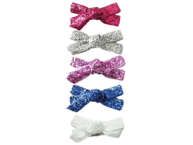 Sparkling glitter bows will add a little glitz to your little girl's outfit. #glitterhairbows #hairclipsfortoddlers