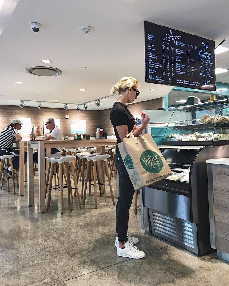 Wholefoods Miami/ sneakers/ skinny jeans/ Celine sunnies