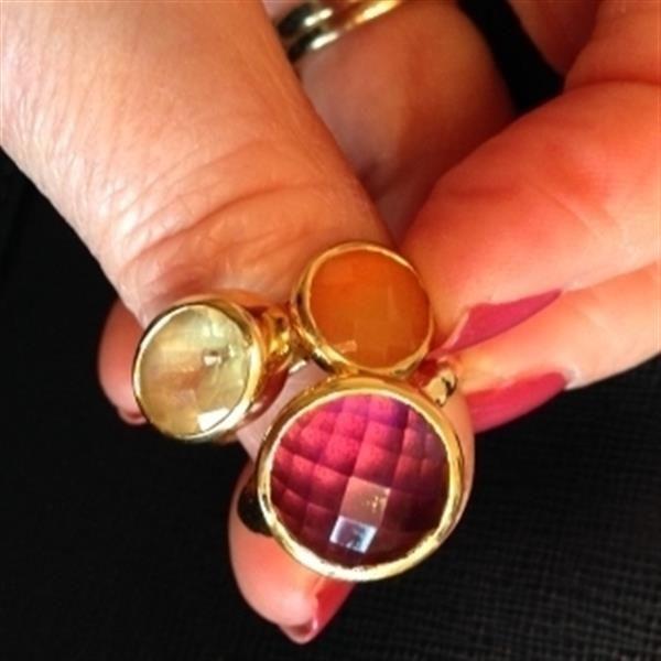MV stacking rings  by Linda