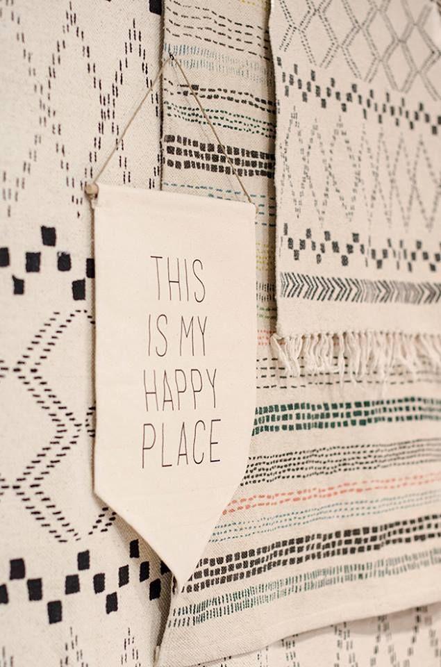 LOVE&HAPPY。北欧雑貨。【ラガハウス 布製ペナント・ハッピー】