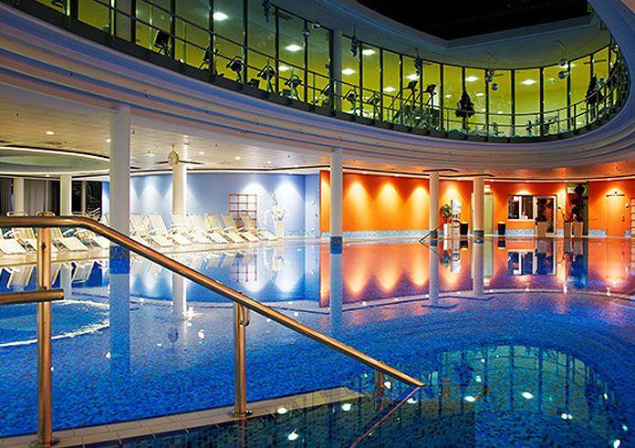 Das große Day Spa des Hotel Centrovital in Berlin lädt ein, den Alltag hinter sich zu lassen und ein Wellness Wochenende der Extraklasse zu genießen.  Na, auch Lust bekommen? Dieses und viele weitere Luxushotels auf www.travelcircus.de entdecken! Hier geht's direkt zum Hotel: https://www.travelcircus.de/centrovital-hotel-berlin-spandau