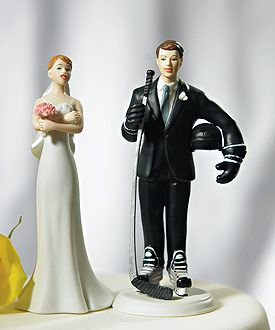 For a hockey loving groom.Wedding Cake Toppers, Grooms Mixed, Grooms Cake, Hockey Grooms, Hockey Players, Mixed Matching, Wedding Cakes, Matching Cake, Groom Cake