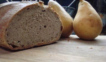 Škvarkový kváskový chlieb