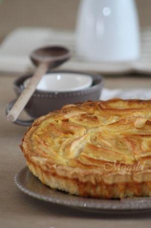 Recette tarte normande vanillée aux pommes par Angélique : Facile à réaliser, cette tarte de saison est très crémeuse. Un réconfort pour cet hiver..Ingrédients : vanille, sucre, oeuf, pomme, beurre