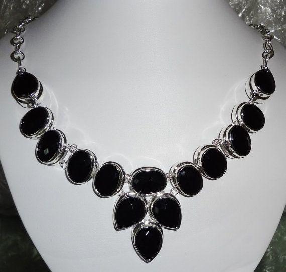 onyx necklace-- wow how pretty!