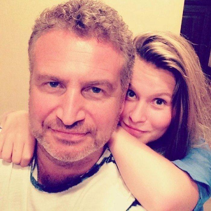 Папины дочки: 49-летний Леонид Агутин показал взрослых дочерей | Журнал Cosmopolitan    Полина — дочь Леонида от фактического брака с балериной Марией Воробьевой. Девушка живет вместе с матерью во Франции.