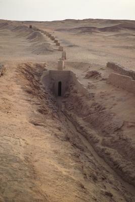 Système de qanat pour le transport de l'eau dans l'ancienne ville de Douch, oasis de Kharga